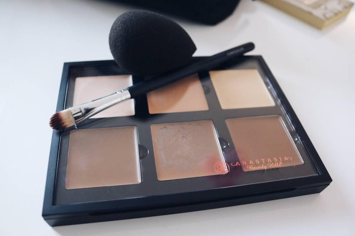 Anastasia Contour Cream Kit amandahans skönhetsblogg swatches test light ljus hud bästa contourkittet