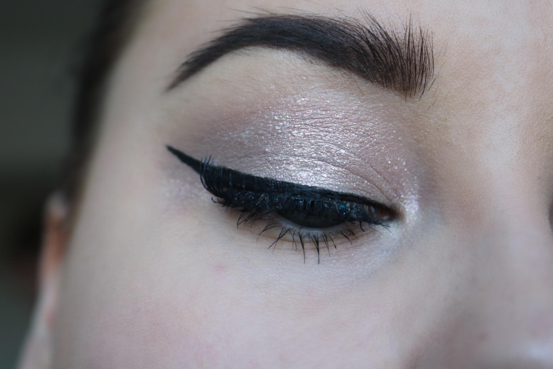 Inglot pure pigment ögonskugga skönhetsblogg amandahans festmakeup glittrig winged eyeliner skönhetsblogg