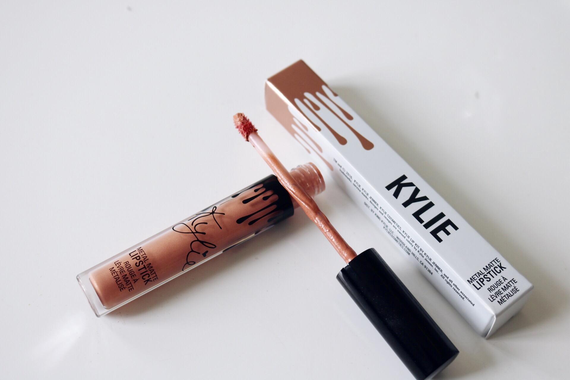 Kylie metal matte lipstick liquid heir swatch beställt sverige Kylie Jenner lips