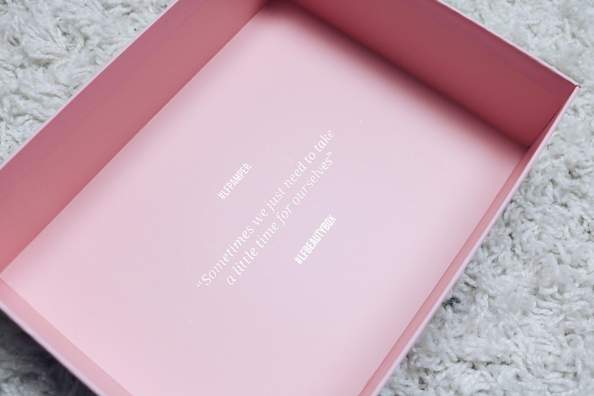 Lookfantastic lfpamper beauty box amandhans lookfantastic glossybox skönhetsblogg skönhetsbloggare landskrona skåne skönhet tips beautybox prenumerationsbox hittabox