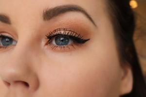 Smokey orange sotning med Anastasia Beverly Hills eyeliner winged
