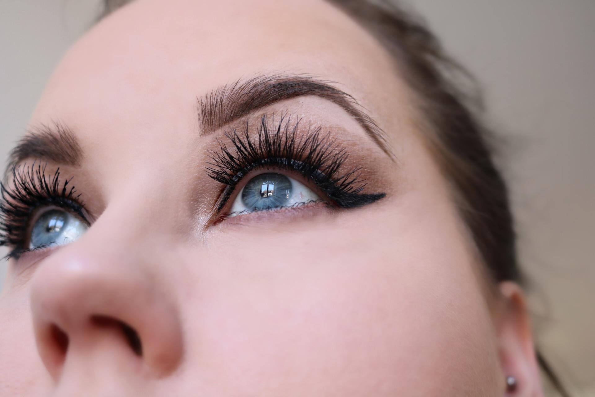Brun sotning winged eyeliner amandahans skönhetsblogg wispies ardell