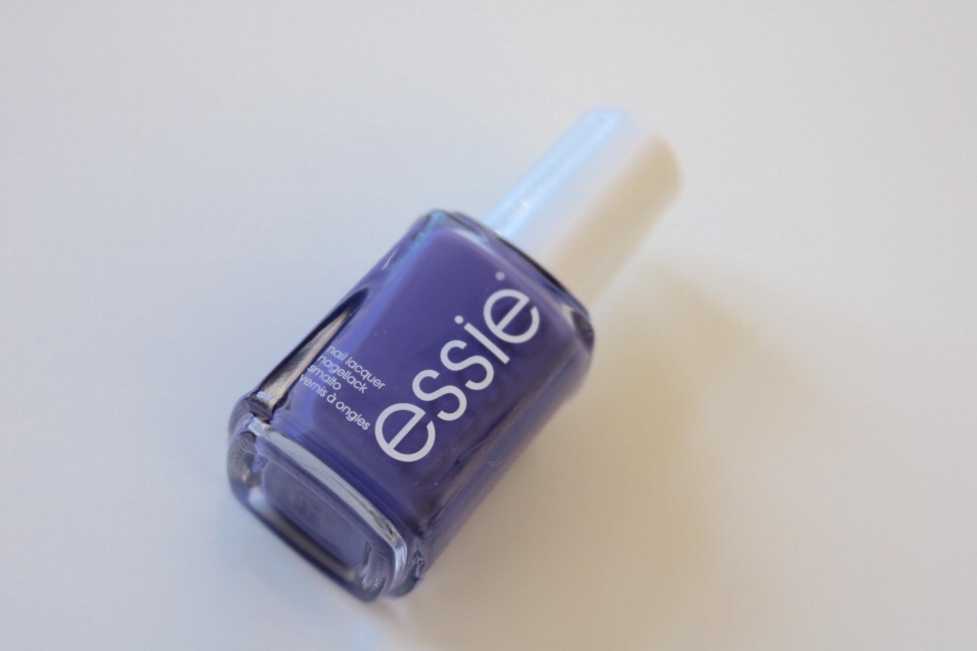 Essie Suite Retreat test lila blå nagellack amandahans skönhetsblogg